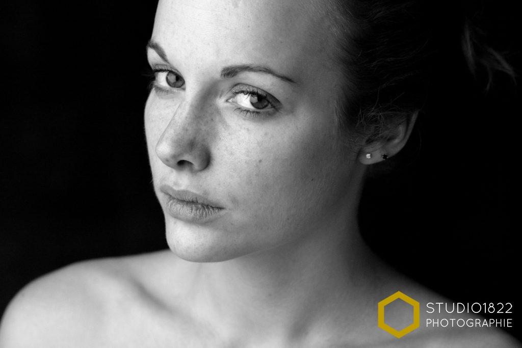 Photographe Lille Portrait visage de femme en lumière de studio