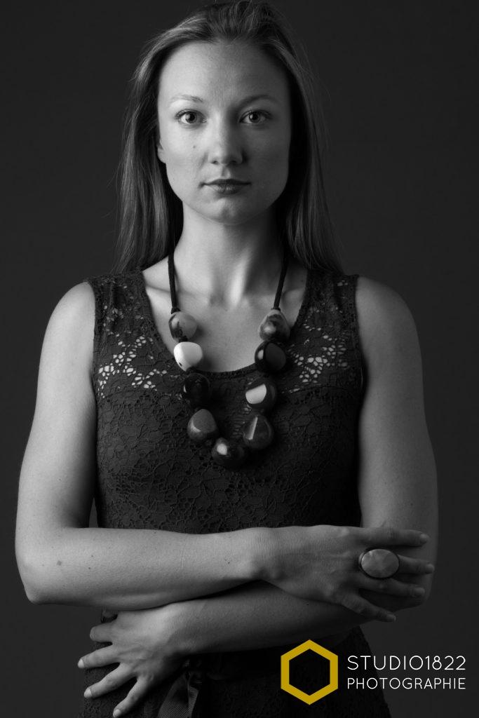 Photographe Lille portrait photo femme noir et blanc en studio