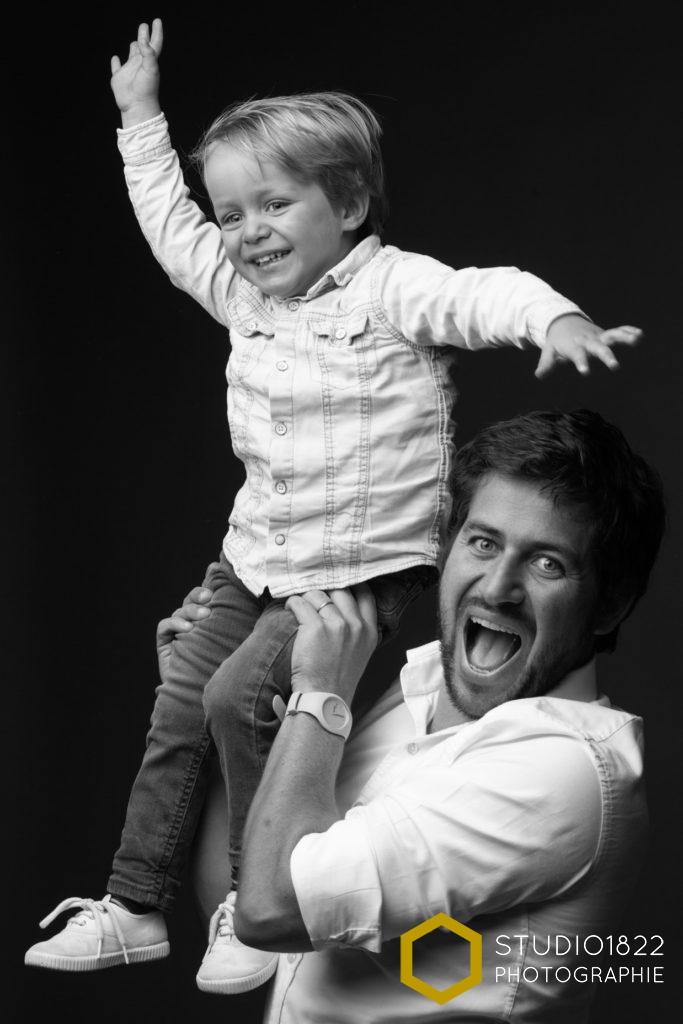 portrait père-fils en studio par photographe professionnel