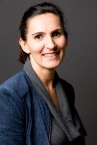 Portrait souriant femme d'affaires