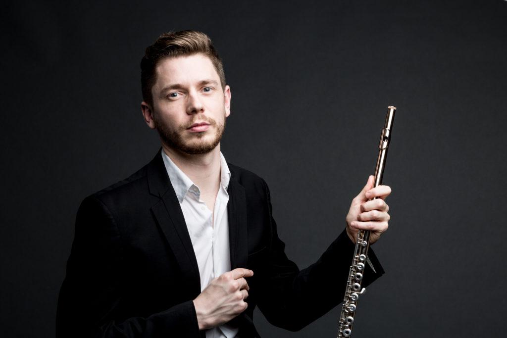 Photographe Lille Studio1822 portrait du flutiste Flavien Bassimon