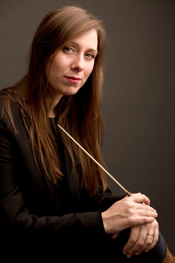 Photographe Lille pour portraits de musiciens. La cheffe d'orchestre Lucie Leguay