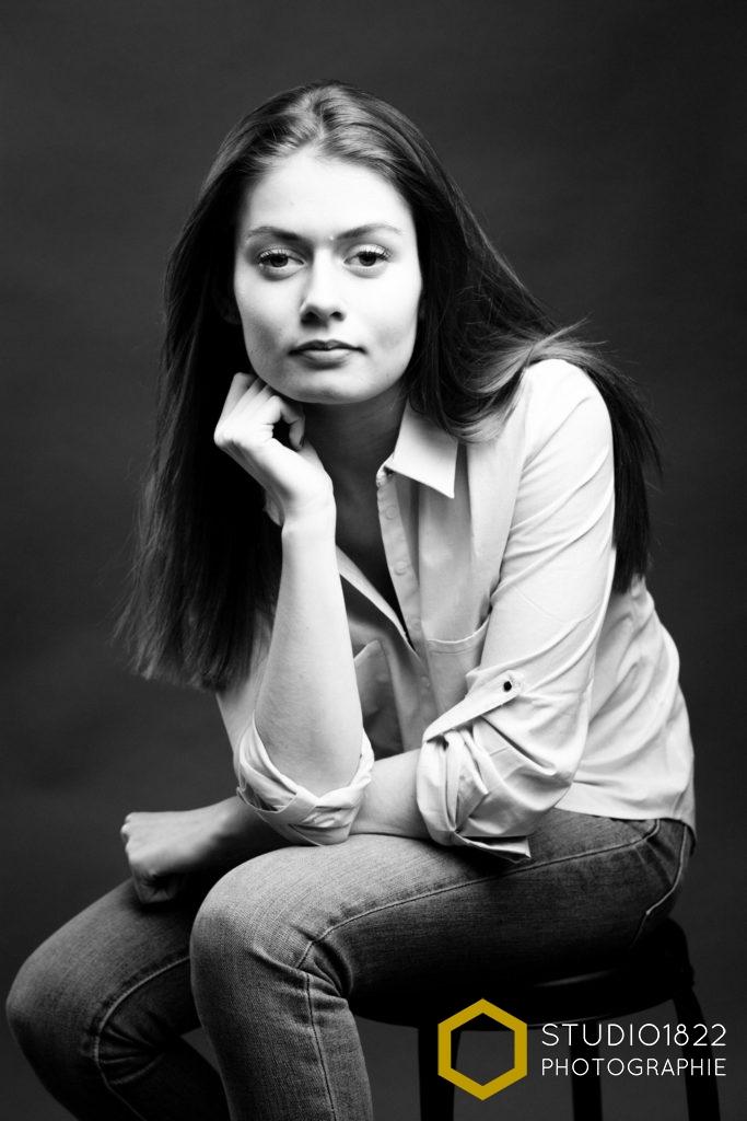 shooting-Lille-portrait-femme-jeune-noiretblanc-photographe-professionnel
