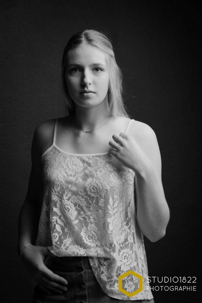 Photographe Lille portrait de Coline au Studio1822