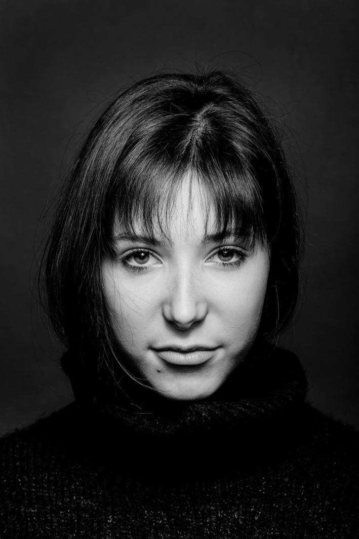 Portrait visage féminin en noir et blanc